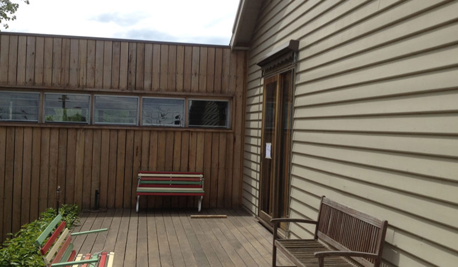 Baltic pine weatherboards meet silvertop ash cladding